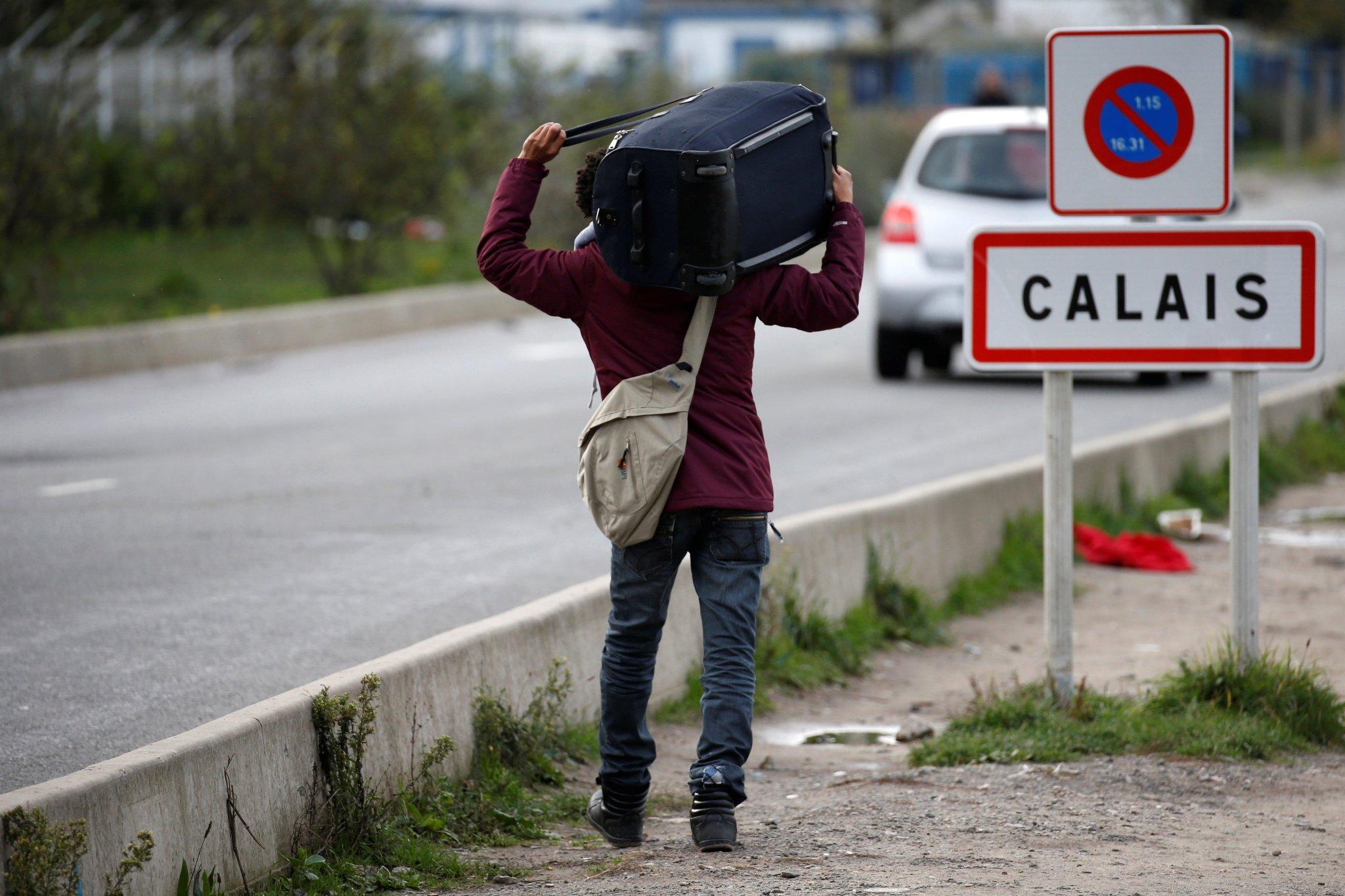 Francia: Desmantelan campamento de refugiados más grande de Europa