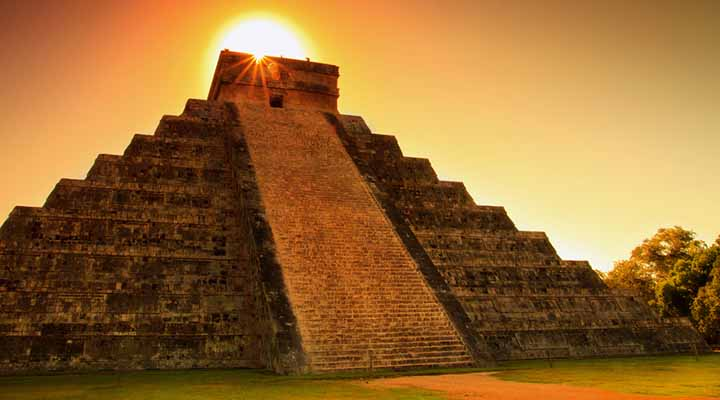 México: El templo de Kukulkán tiene dos pirámides más pequeñas dentro