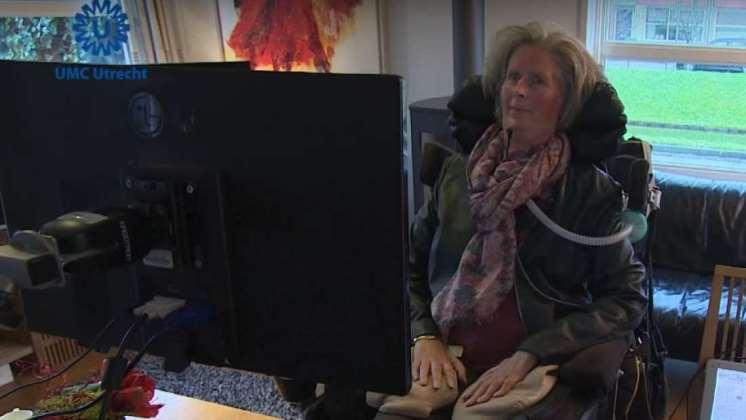 Implante cerebral permite a una mujer con parálisis comunicarse usando su pensamiento