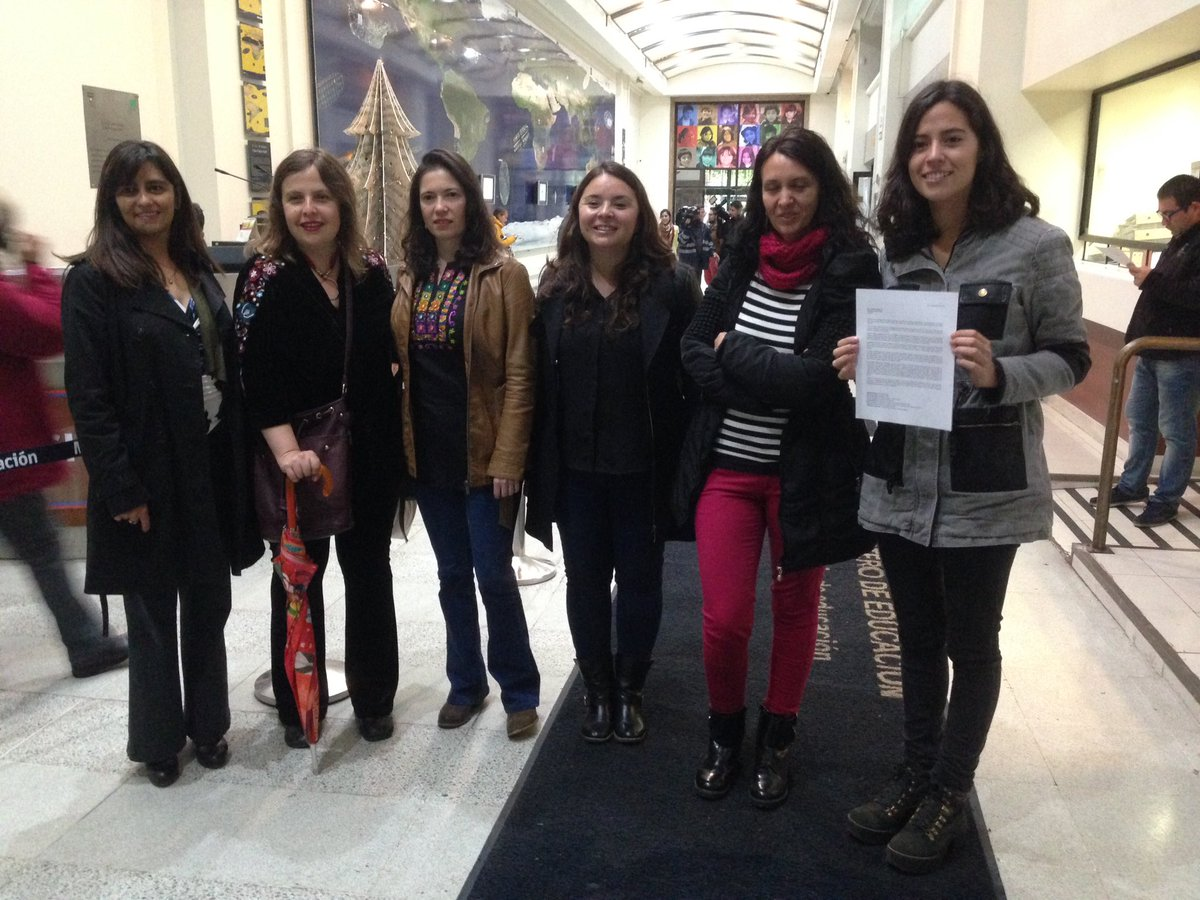 Dirigentas sociales piden que el Mineduc priorice igualdad de género en reforma estudiantil