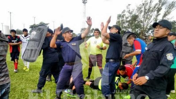 VIDEO: No para la violencia: agredieron a otro árbitro del ascenso