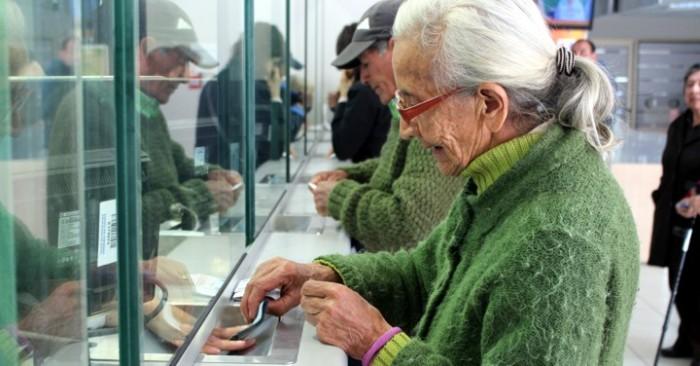 Diputados solicitan a Contraloría pronunciamiento por cálculo de mortalidad que bajó las pensiones en 2%