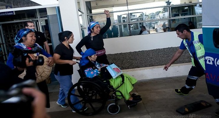 Machi Francisca Linconao retorna a su hogar bajo arresto domiciliario
