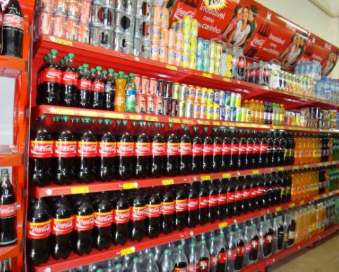 Las familias chilenas gastan más en bebidas que en legumbres y frutas