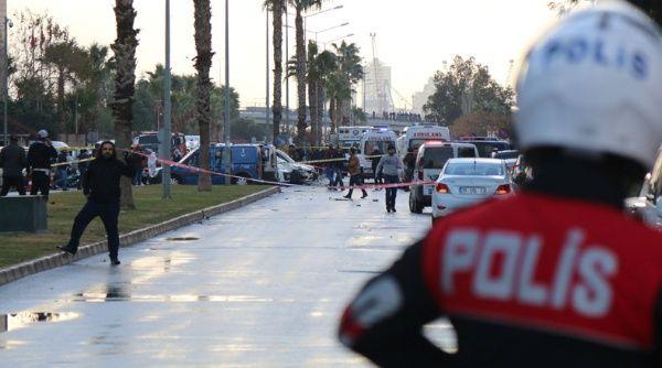 Turquía: Dos muertos y al menos diez heridos en atentado por coche bomba