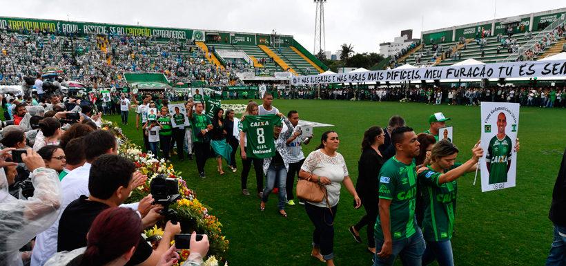 A un año de la tragedia del Chapecoense, los familiares de las víctimas denuncian que los han olvidado