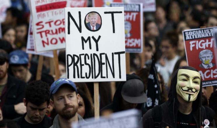 Masivas manifestaciones de resistencia contra Trump, el día en que comienza su gobierno