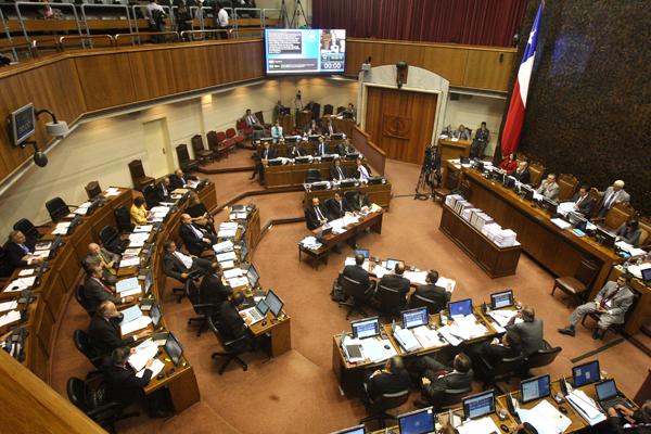 Senado aprueba en forma unánime otorgar a los convivientes civiles 5 días de permiso laboral