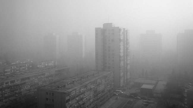 VIDEO: 'Time-lapse' muestra cómo una densa nube de smog cubre la capital de China