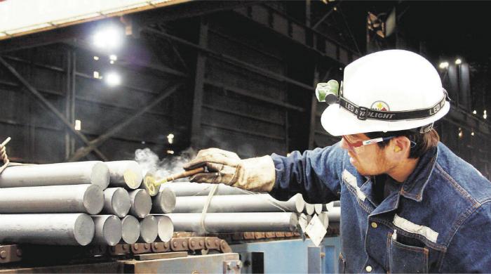 Trabajadores de siderúrgica Huachipato denuncian competencia desleal de acero chino