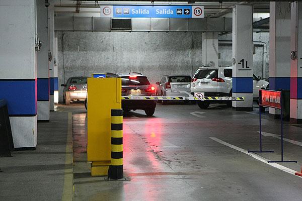 Sernac demanda colectivamente a 10 centros comerciales por incumplimiento a ley de estacionamientos