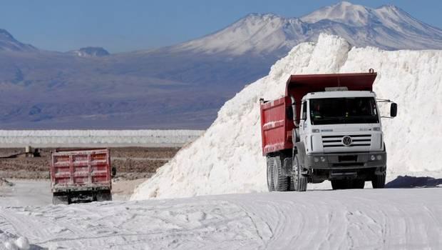 Lanzan campaña para crear Empresa Estatal del Litio y sacar a Soquimich del Salar de Atacama