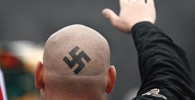 Argentina: Ocho neonazis serán juzgados por ataques a inmigrantes, mujeres, gays y un monumento de derechos humanos