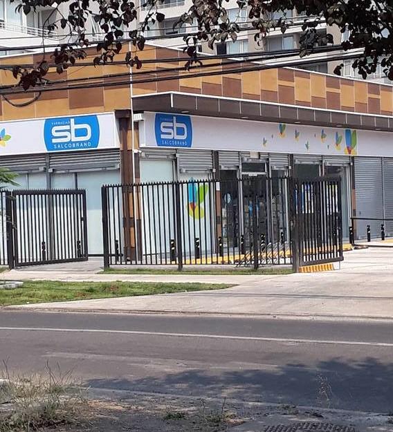 Trabajadores de Farmacias Salcobrand denuncian amenazas de despidos y cambios en condiciones de trabajo