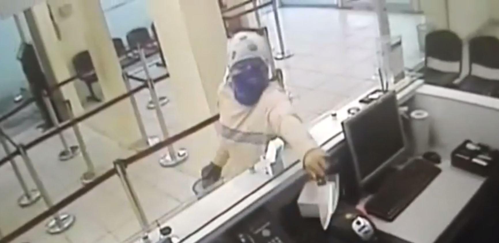 Piñera y el CAE entre los salpicados en Twitter tras frustrado robo de ingeniero a un banco