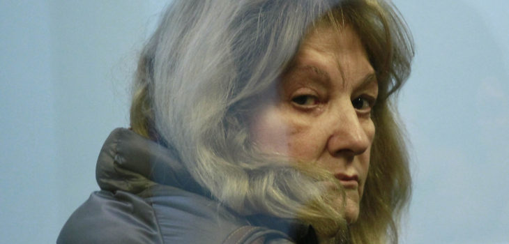Tribunal decreta arraigo nacional y firma mensual para madre de Alberto Chang