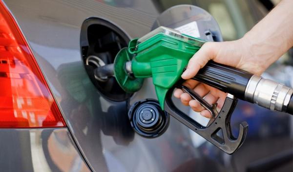 Esta semana bajan los precios de los combustibles