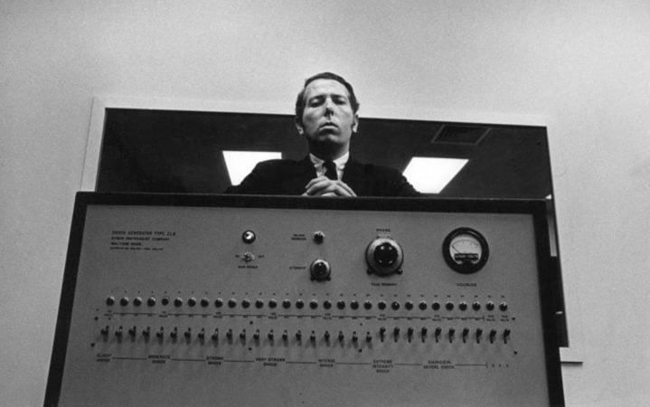 A medio siglo del 'experimento de Milgram', la ciencia vuelve a demostrar una oscura verdad sobre el ser humano