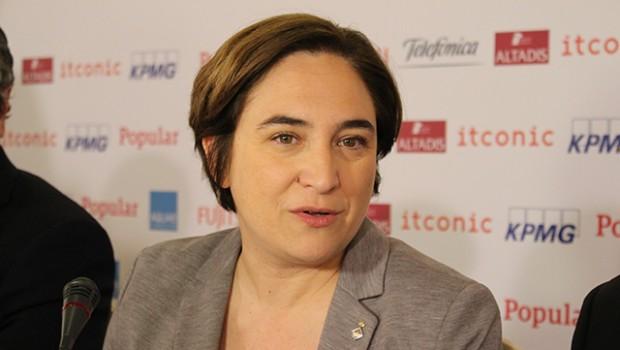 Alcaldesa de Barcelona denunciará a tuitero que amenazó con violarla