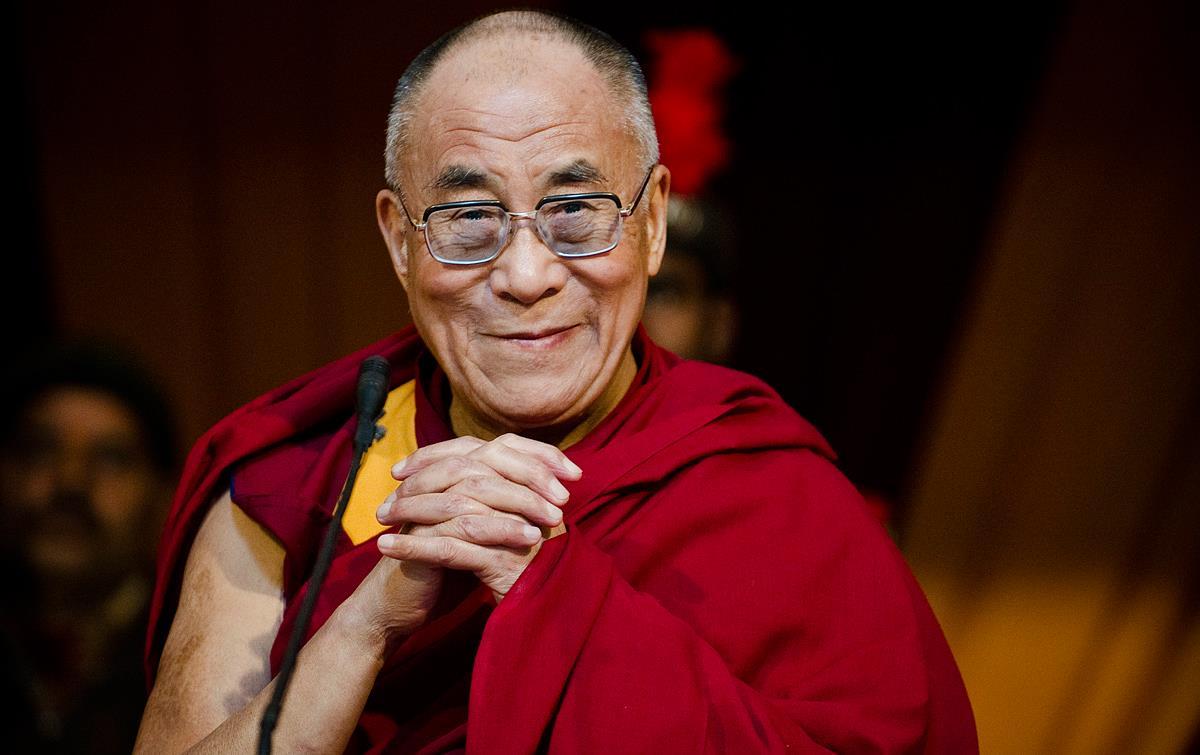 """Dalai lama afirma que posibilidad de sucesora mujer """"es muy alta para los años venideros"""""""