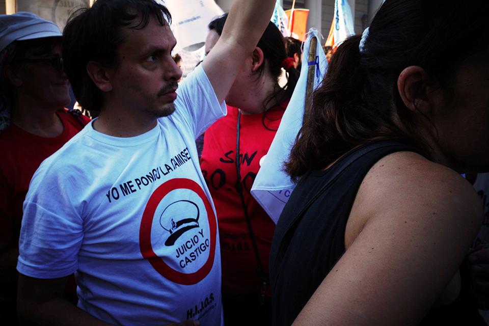 Organismos de Derechos Humanos en Argentina convocan a una marcha en repudio al fallo a favor de los genocidas