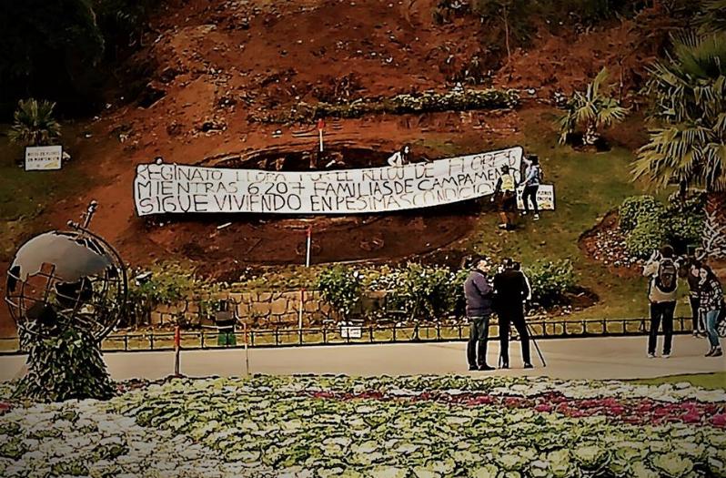 Vecinos de campamentos viñamarinos protestan contra alcaldesa por gastos en reloj de flores