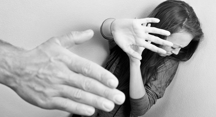 Estudio español revela relación entre estatus laboral y violencia de género en la pareja