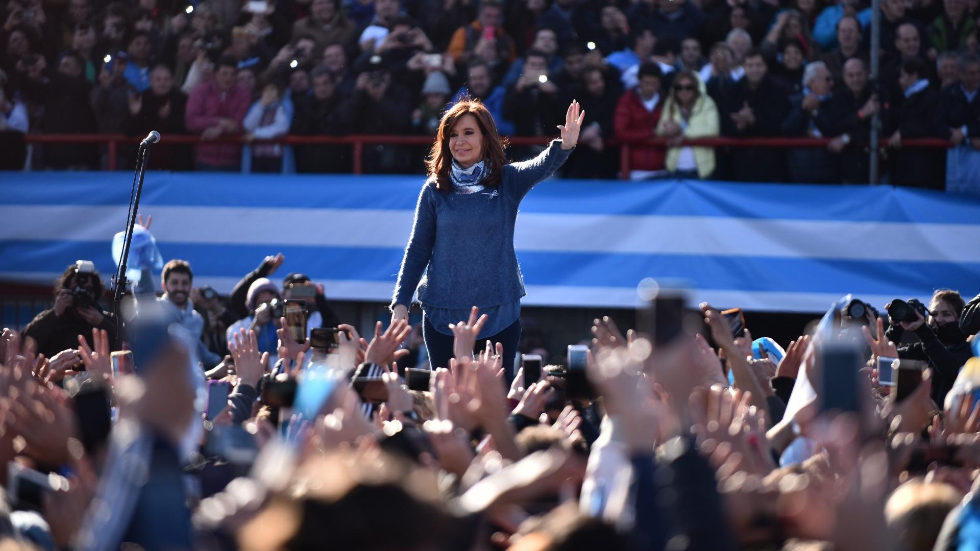 """Argentina: Cristina Kirchner lanza frente electoral """"para ponerle un límite"""" al Gobierno de Macri"""