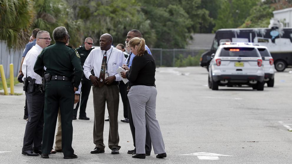 Estados Unidos: Tiroteo deja varias víctimas en una zona universitaria de Orlando