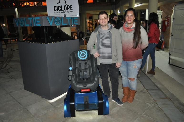 Estudiantes paraguayos crean robot para que niños discapacitados puedan moverse
