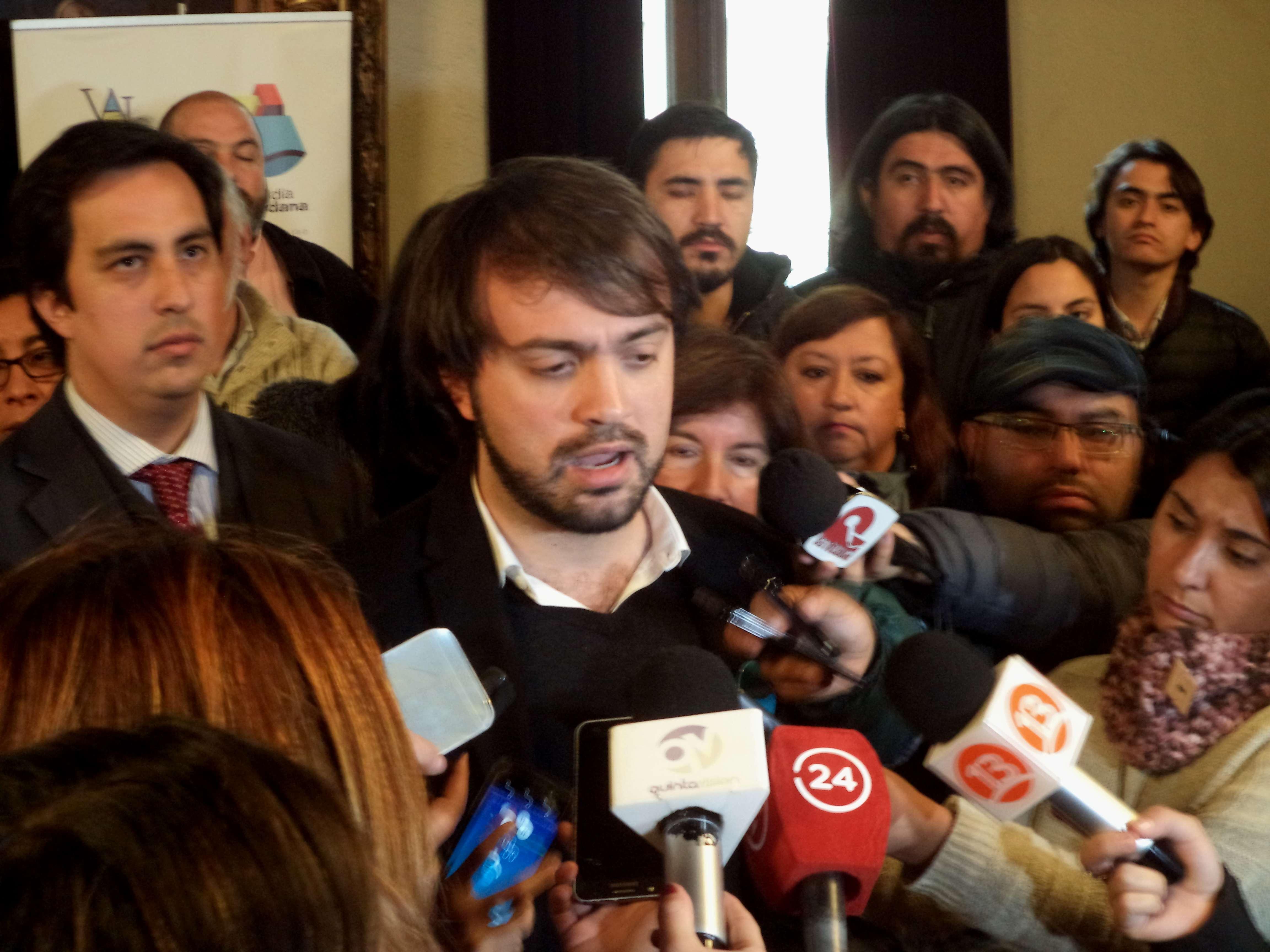 """Jorge Sharp sobre irregularidades en Valparaíso: """"Son los peores contratos que una Municipalidad podría haber firmado"""""""