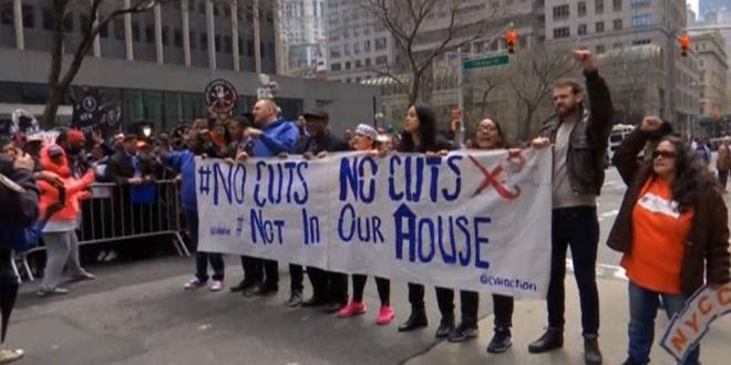Masiva protesta en Washington contra los recortes en vivienda social impulsados por Trump