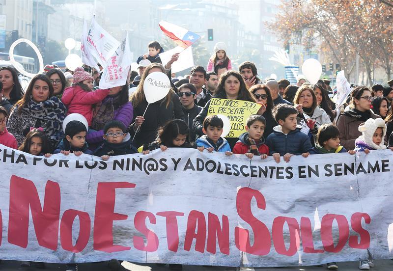 #YaNoEstanSolos: Cientos de personas marcharon por la trágica situación del Sename