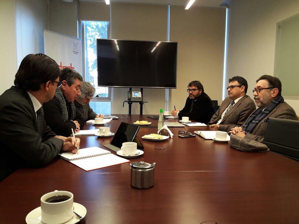 Movimiento Litio para Chile y universidades estatales se unen para crear red de investigación