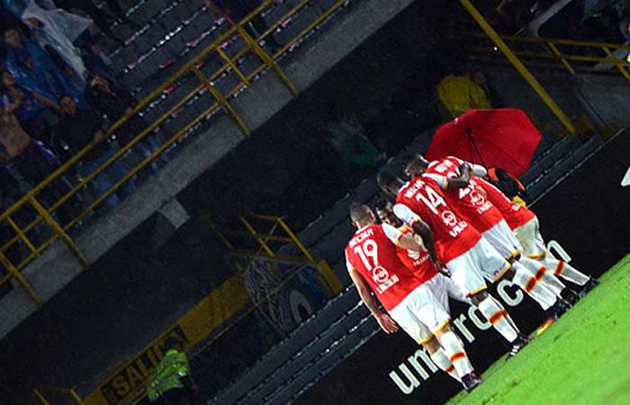 Escándalo sexual en fútbol colombiano:  Habla la prostituta violada por jugadores de Santa Fe