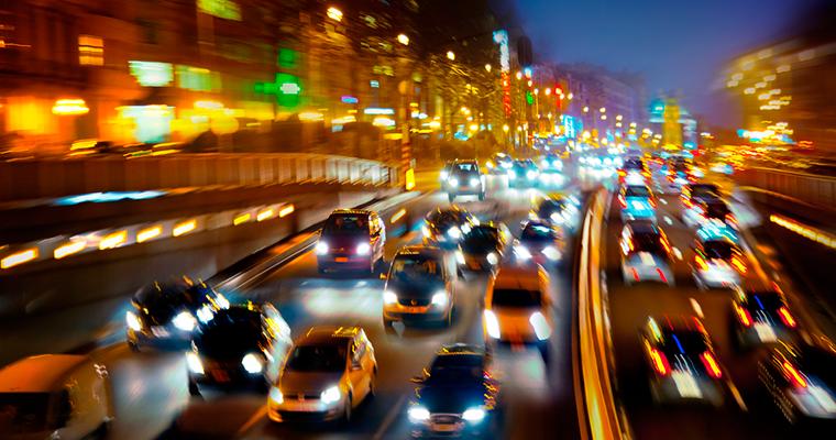 190 mil vehículos nuevos vendidos en 2017: ¿Cómo bajar a los chilenos del auto?