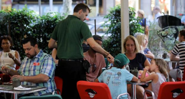 La cesantía  baja en julio en 26.887 personas en España y la afiliación regresa a niveles de 2008