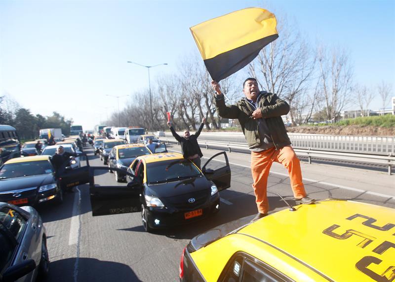 Santiago: Organizadores del paro de taxistas podrían ser imputados por «homicidio culposo»