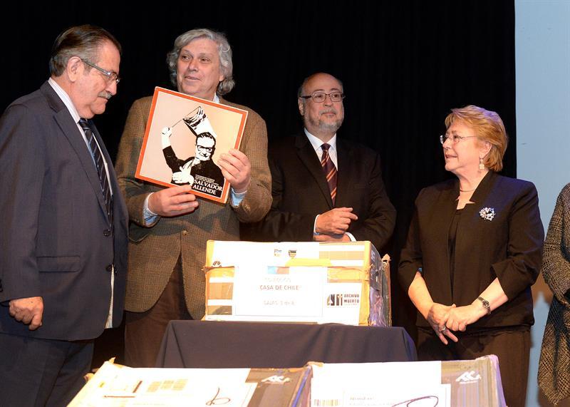 Entregan al Museo de Derechos Humanos los archivos del exilio chileno en México