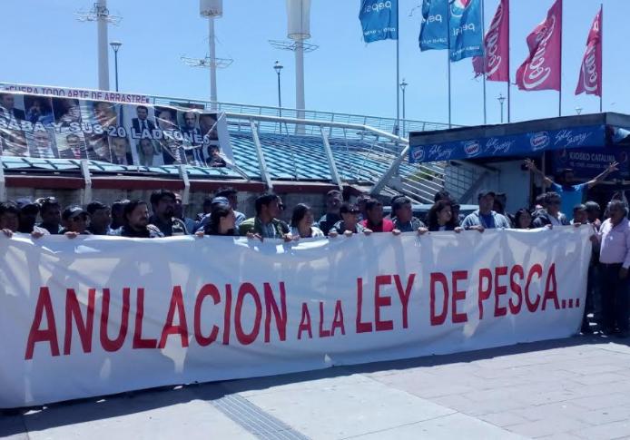Pescadores artesanales acuerdan realizar protestas en todo Chile por el fin de la Ley de Pesca
