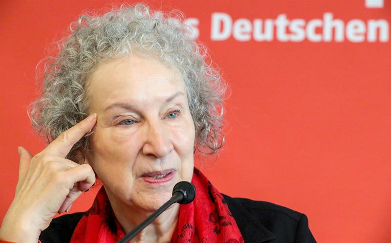 Escritora canadiense Margaret Atwood recibe el Premio de la Paz de los Libreros Alemanes