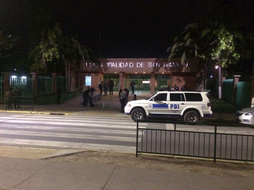 PDI allana Municipalidad de San Ramón tras denuncia de vínculos con el narcotráfico