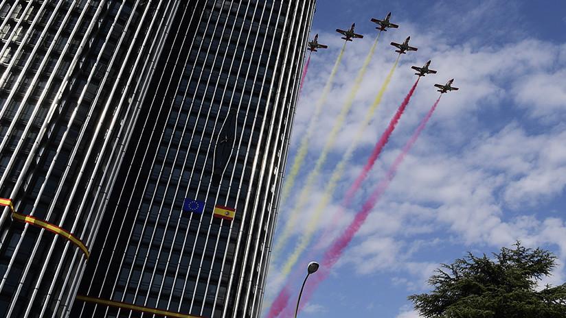 España: se estrella un avión cuando volvía del desfile militar del 12 de octubre (VIDEO)