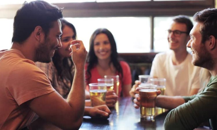 La ciencia lo respalda: el alcohol mejora tu nivel de inglés (u otras lenguas)
