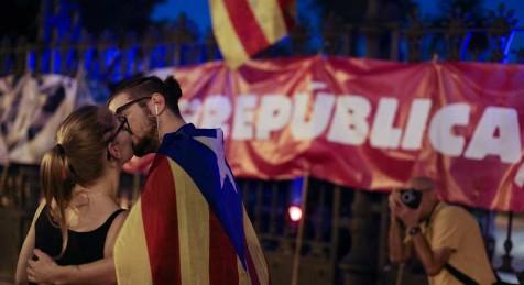 Parlament aprueba la República Catalana por 70 votos a favor, 10 en contra y dos abstenciones