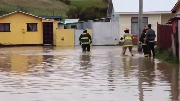 Puerto Natales: Temporal provoca corte de agua y suspensión de clases