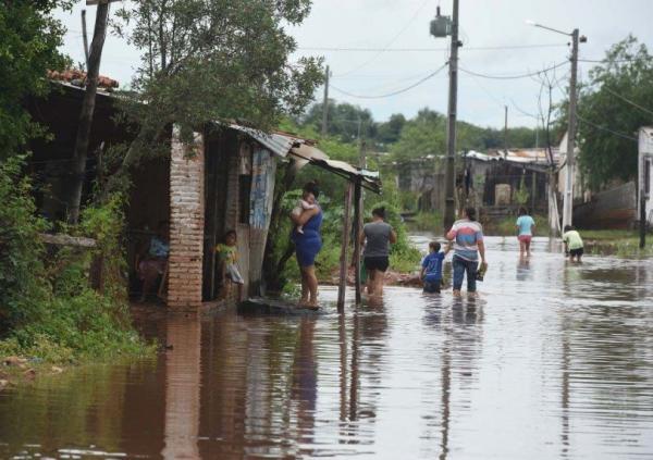 Unas 3.500 familias paraguayas resultan afectadas por lluvias y granizos