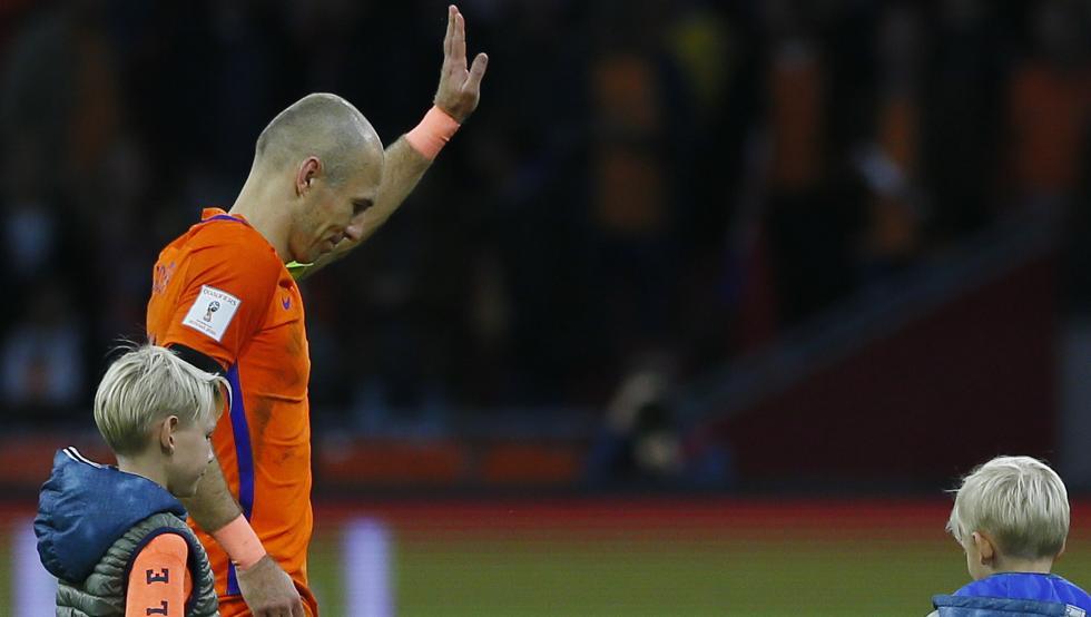 Robben anuncia su retiro de la selección holandesa