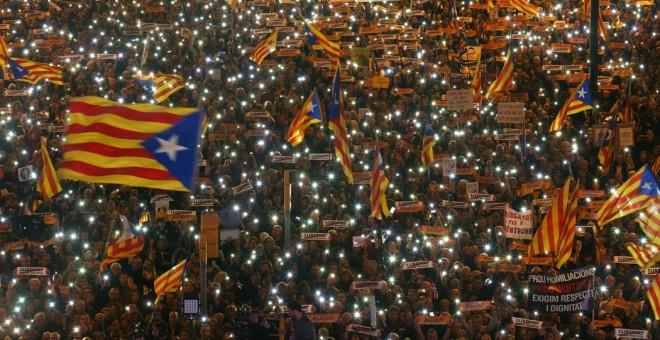 Cataluña: el gobierno español comienza la retirada de su policía