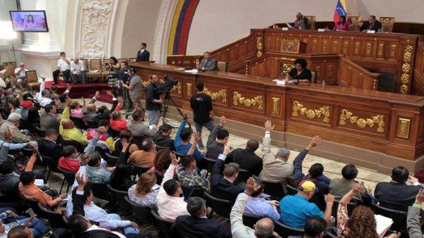 ¿En qué consiste la Ley de Precios Acordados aprobada en Venezuela?